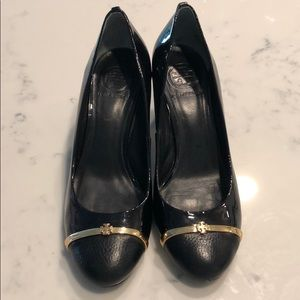 Tory Burch 8 Black gold Patent leather round pumps